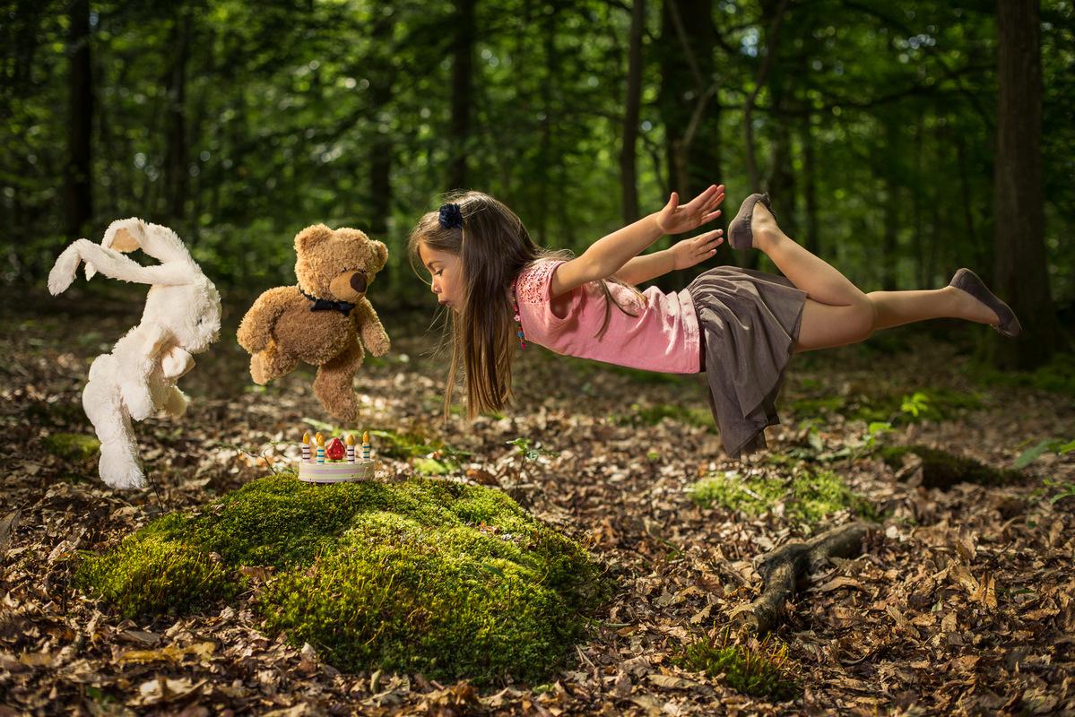 Instants Photos - Photographe de Mariage, Bébé et Enfant dans les Yvelines 78 & Paris 75. - Photo créative foret pour une carte danniversaire.
