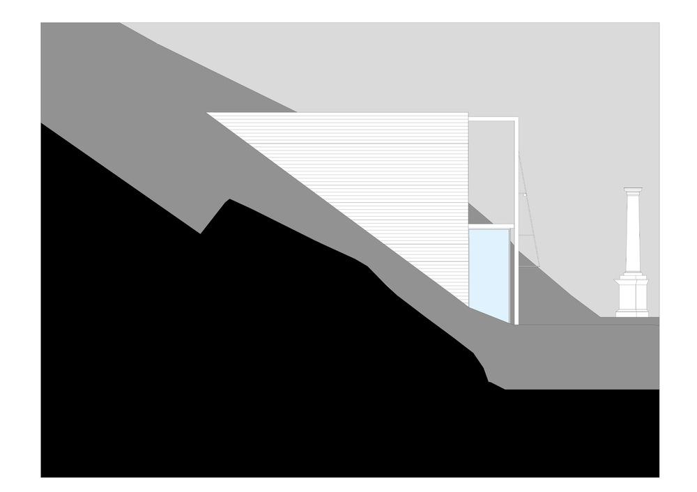 allenarchitettura - L'edificio è pensato come un volume compatto sviluppato su due piani, espressivo e riconoscibile all'intorno per il suo valore civico, la sua disposizione planimetrica è motivata dalla volontà di garantire il migliore soleggiamento e illuminazione naturale agli ambienti interni. Il fronte principale, quello a sud, è insieme rappresentativo e funzionale: il senso del suo disegno è di garantire le migliori condizioni di illuminazione e di comfort alle attività interne; è quindi un fronte completamente vetrato per favorire il migliore apporto di luce ed energia da parte del sole nei mesi invernali ma è anche un fronte protetto da un portico con funzioni di frangisole e da grandi tende avvolgibili colorate in grado di controllare, filtrare o anche intercettare la radiazione solare nella tarda primavera.