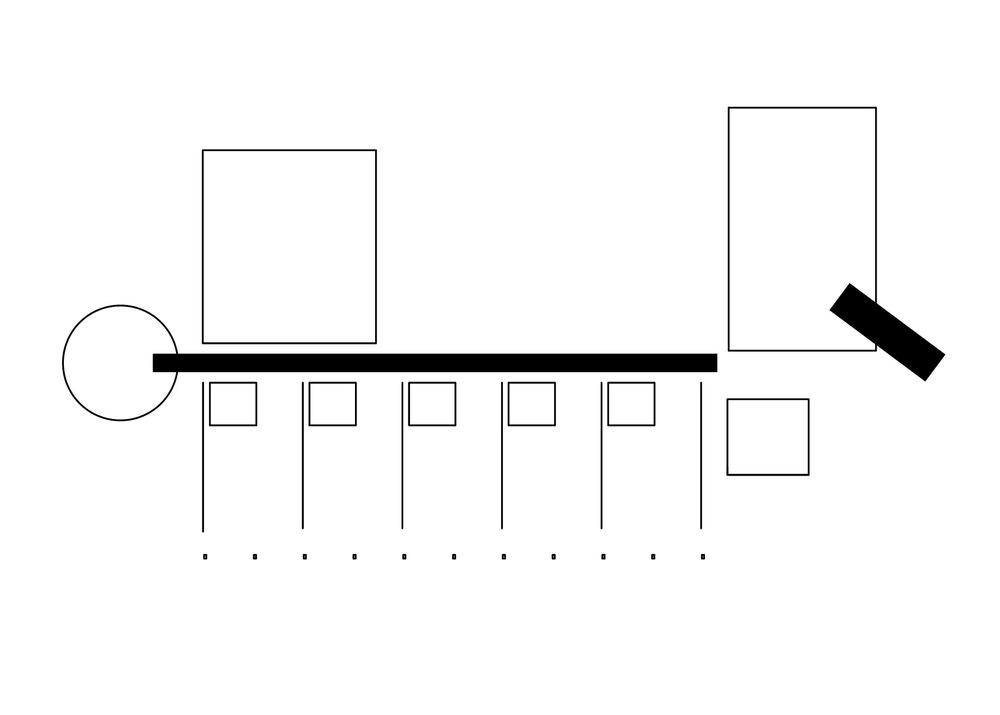 allenarchitettura - SCUOLA MATERNA A RONCO BRIANTINO La scuola occupa un vasto spazio a nord del parco comunale che circonda il municipio a cui è collegata con un percorso pedonale in terra battuta. L'ingresso, da una piccola piazza lastricata, avviene attraverso un breve tunnel vetrato che funziona come spazio di decompressione. Attorno a un grande prato centrale per il gioco si alternano, in un impianto a corte, le diverse funzioni della scuola: il grande spazio a doppia altezza per le attività collettive, i locali per l'amministrazione posti a cerniera, il sistema delle aule esposte a sud e protette da un alto porticato, lo spazio circolare per il riposo e la cucina che fornisce i pasti a tutte le scuole del comune.