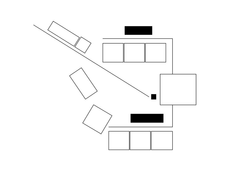allenarchitettura - SCUOLA MEDIA A BAGNATICA Volumi di diverse dimensioni si aggregano intorno a spazi aperti / piazze con un disegno di inclusione / esclusione che risulta da una sorta di processo di selezione naturale. Un disegno che valorizza il fondale del paesaggio naturale della collina coltivata visto in modo selettivo e per parti, che restituisce equilibrio e valore poetico al luogo con una trama che evidenzia una sequenza di livelli, luoghi e aperture diverse tra i volumi determinando il variare degli scorci e delle esperienze di luce durante il giorno. Un disegno che lavora per differenze, valorizzando gli edifici esistenti e le loro caratteristiche e non penalizzandoli come se fossero estranei. Una scuola vegetale alimentata dal sole e dalla terra.