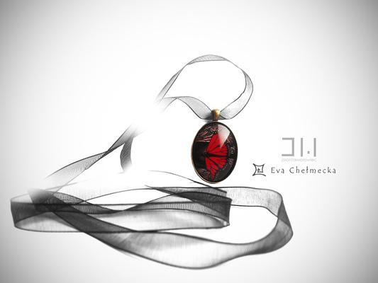 Jolanta Wołowiec - medalion na tasiemce ozdobiony fragmentem obrazu pt.: Motyle z Rodos, którego autorką jest Ewa Chełmecka (WE003) www.ewachelmecka.pl https://www.facebook.com/evachelmeckaart