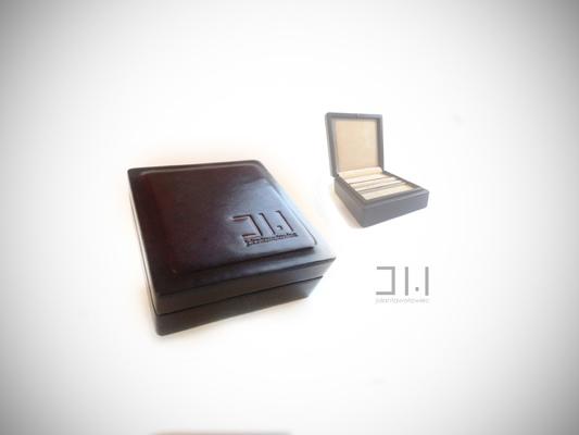 Jolanta Wołowiec - drewniane pudełko, ręcznie obciągane skórą naturalną i recznie malowane - na spinki do mankietów - 159 zł