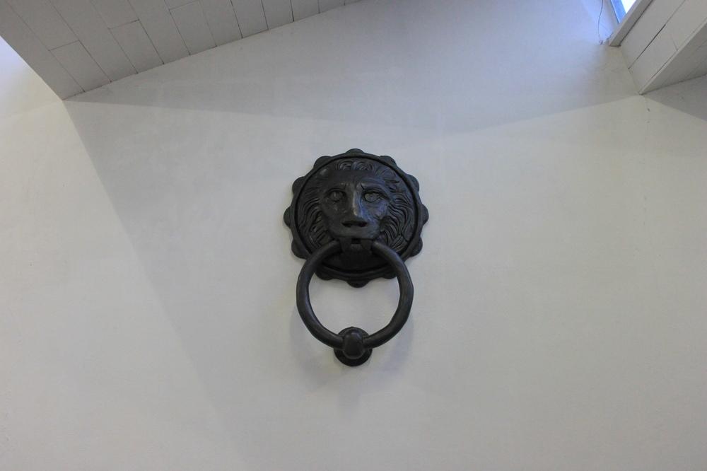 Luana Cruciato - Sans titre Sculpture mdf, mousse expansive, plâtre, peinture métallisée 182cm x 120cm x 40cm 2014 Pré-diplôme ECAV, Halles Usego, Sierre