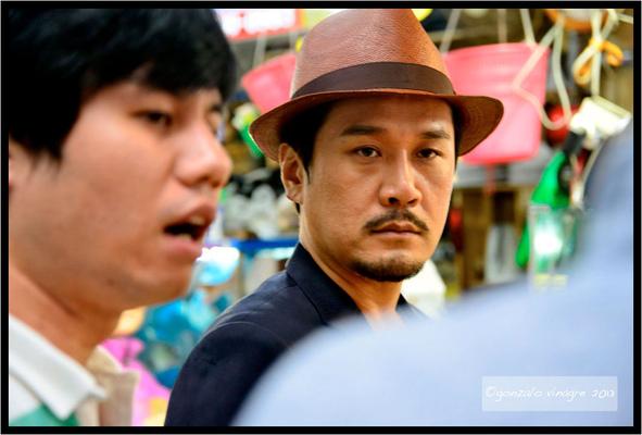 Fotografias - el famoso cantante JK Dong Wook en el mercado de pescado de Noryangjin