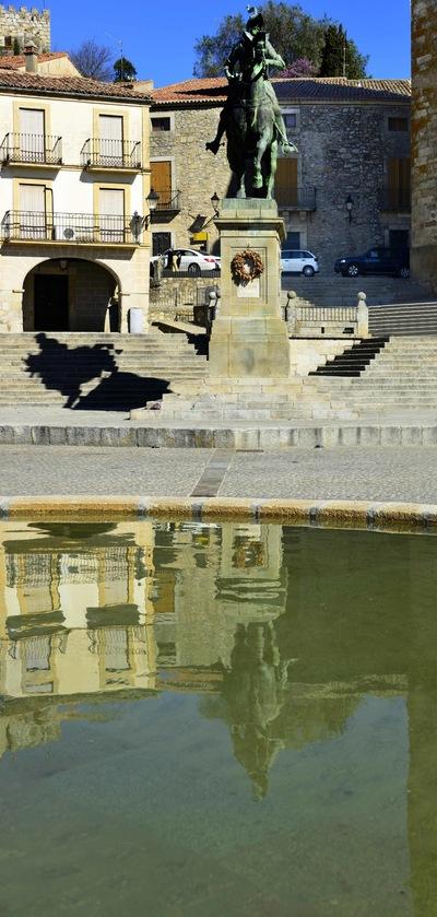 Fotografias - Pizarro en la plaza de Trujillo -5-