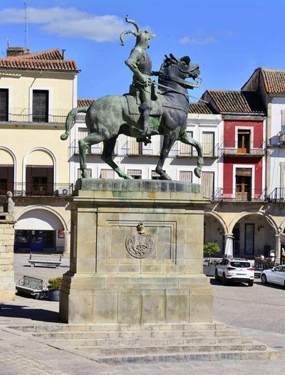 Fotografias - Pizarro en la plaza de Trujillo -3-