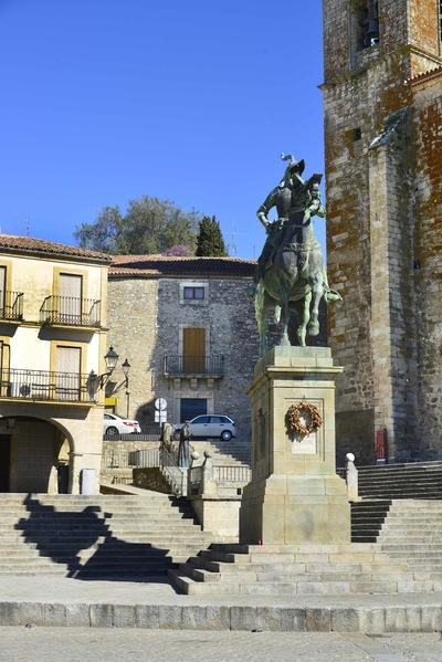 Fotografias - Pizarro en la plaza de Trujillo -2-