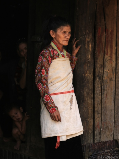 face of vietnam - Mang lady in traditional ethnic clothing in A Mai village, Pa Ve Su