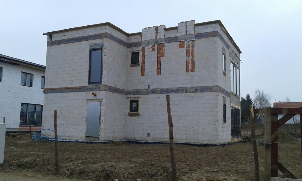 Architekt Maciej Hyz - Elewacja od ulicy - zdjęcie z budowy, kwiecień 2015 r.