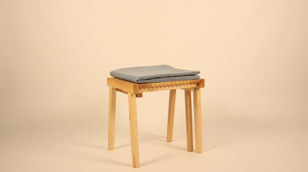 Dackelid Form - Fold out cushions for a more comfortable seat.