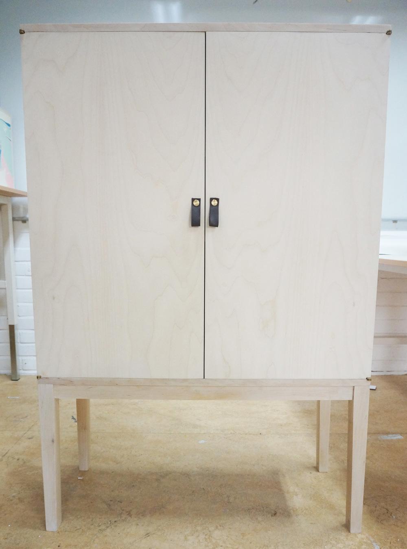 Dackelid Form - Skåpet är 130 cm högt, 84 cm brett och 32 cm djupt