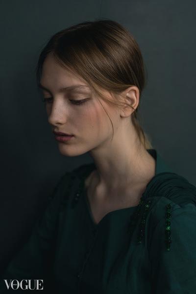 Camille Delattre | maquilleuse coiffeuse mariage Ile de France - Vogue Italia