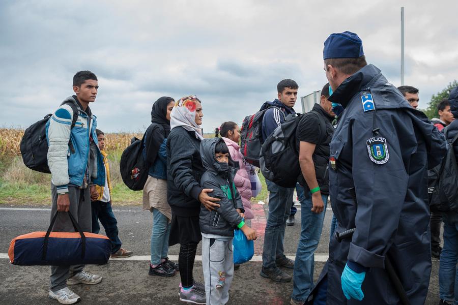 Photographer Anna Tärnhuvud - Refugees at the Hungarian border. 2015-09-26.