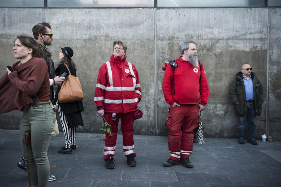 Photographer Anna Tärnhuvud - Röda korset på plats vid Sergels torg dagen efter terrordådet i Stockholm 2017.