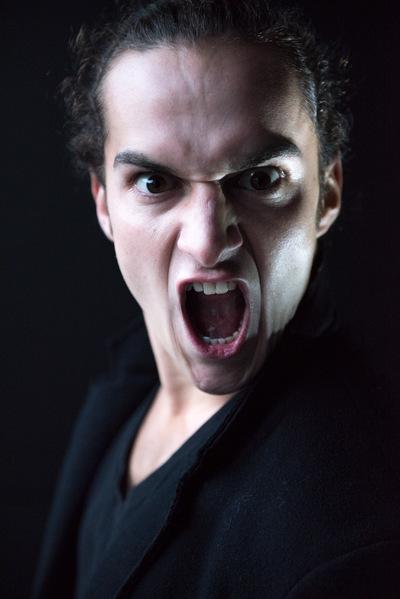 marc reimann fotograf in münchen - Schauspieler Portrait, headshot, dunkler Hintergrund, raban bieling