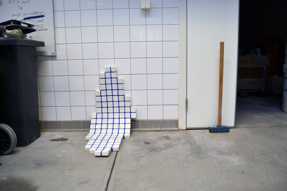 Linn Sjöstedt - Utslagen Porslin, infärgat silikon