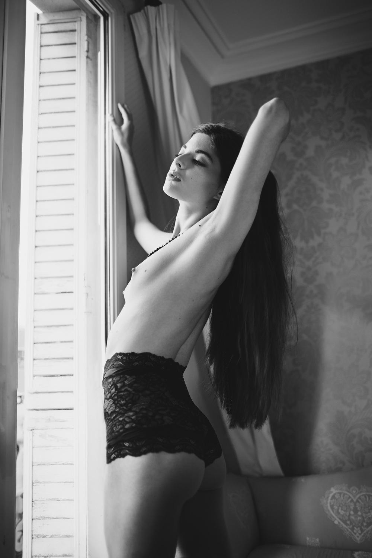 Justine Poupaud MUA - Dark Muse Most Magazine / Photographe : Kasia Kozinski / Modèle : Alessandra Velia / Makeup artist : Justine Poupaud / Hairstylist : Mickael Lescure / Styliste : Paloma Casile / Assistante : Ivelina Ilieva
