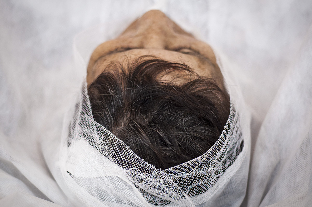 nicolascarvalhoochoa - The body of a woman is conditioned to begin the wake in the family funeral home. The process of preparation of the body usually does not exceed 15 minutes.