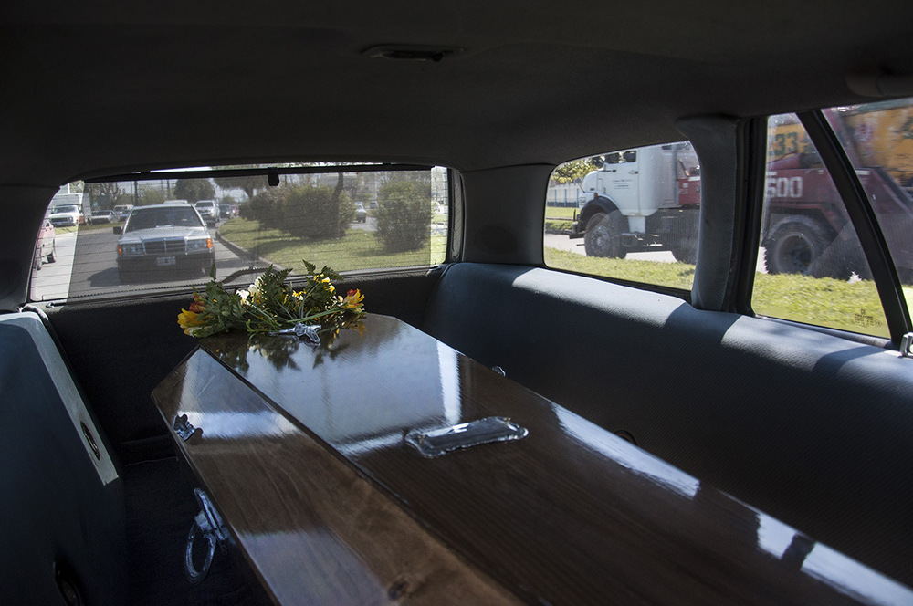 nicolascarvalhoochoa - The hearse car is followed by the cars where family and friends of the death are tranferred to the Municipal Cementery of Lomas de Zamora.