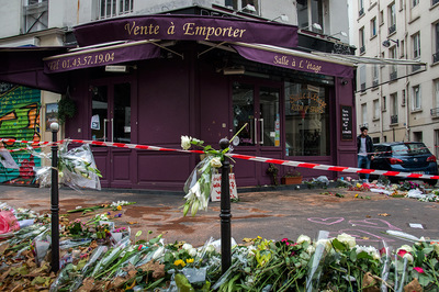 nicolascarvalhoochoa - At the entrance of the Italian pizza restaurant Casa Nostra, in the 11th district. On Friday 13th, members of the ISIS terrorist group, armed with automatic weapons, killed five people that were sitting on the terrace. After the attacks, the owner of the building sold the video recordings, from the security cameras, to the British Daily Mail newspaper for 50,000 euros. [Paris, November 17th, 2015]