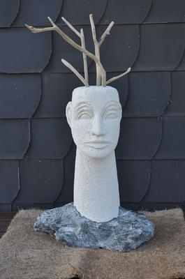 Anna Soremsky - Kopf mit langem Hals und Schwemmhölzern, - in Privatbesitz