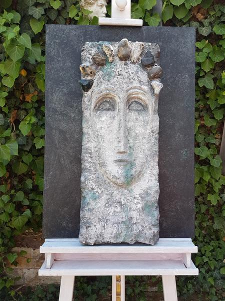 Anna Soremsky - Frauenkopf, Steinrelief