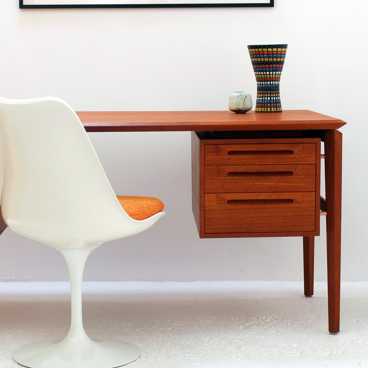 Ceramique-Capron-Vase-Cornet-N69-Motifs-Paves