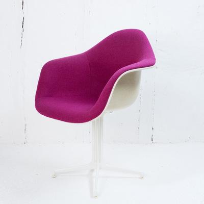 Perlapatrame - meubles - objets - vintage - fauteuil eames la fonda pink framboise VINTAGE charles et ray eames fibre de verre 1970