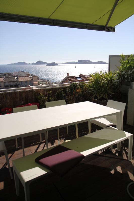 Architecte Marseille - Agence Elbaz Architecture à Marseille (13007) - On arrive même à croire qu'elle a été conçue comme cela, car le travail reste simple et évident, et ne dénote pas dans ce quartier, où les maisons de pêcheurs pittoresques développent un art de vivre à la marseillaise que nous avons su intégrer dans le projet.