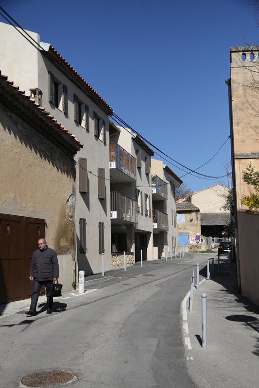 Architecte Marseille - Agence Elbaz Architecture à Marseille (13007) - Le terrain se situe près du centre historique de Salon de Provence. Ce quartier très dense est caractérisé par de petites ruelles de village en pierre ou de hauts murs clôturant les propriétés.