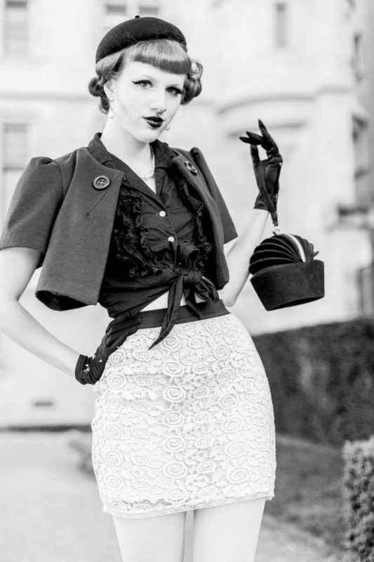 Cherry Black Diamond - Shooting - LADY IN PARIS 30S Quai de Seine - FRANCE