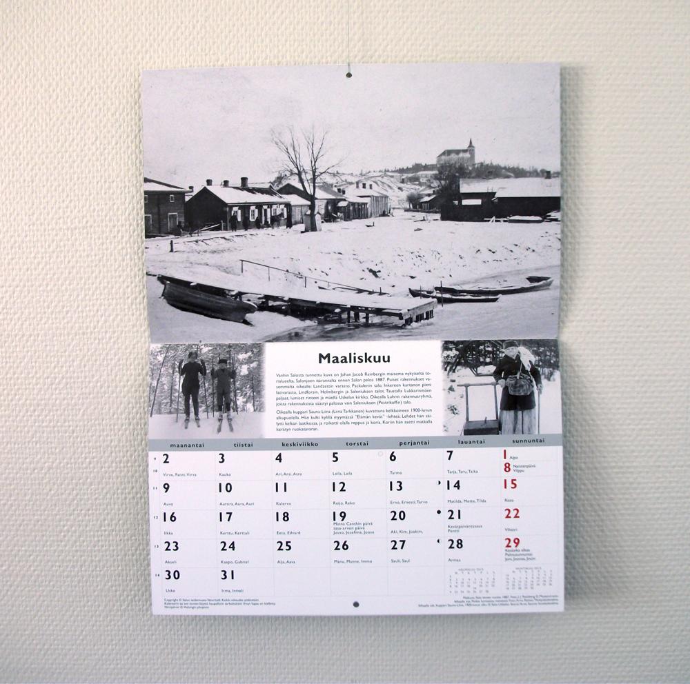 Emmi Nääppä - Salo vanhoissa valokuvissa -kalenteri Salon taidemuseolleKalenteri oli taidemuseon Salon vanhoissa valokuvissa -näyttelyn tärkein ja suosituin oheistuote. Kalenterin lisäksi tuotin samalla graafisella tyylillä postikortteja ja magneetteja. Valmistin kalenteripohjan alusta asti museonjohtajan toiveiden mukaan. Teimme paljon muutoksia etsiessämme sopivaa ulkoasua.InDesign