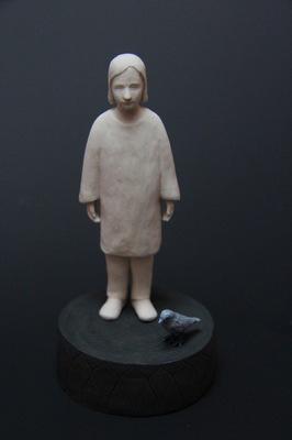 Lina Eriksson-keramikkonstnär - Blåtrasten. 2015 Porcelain. H:12cm