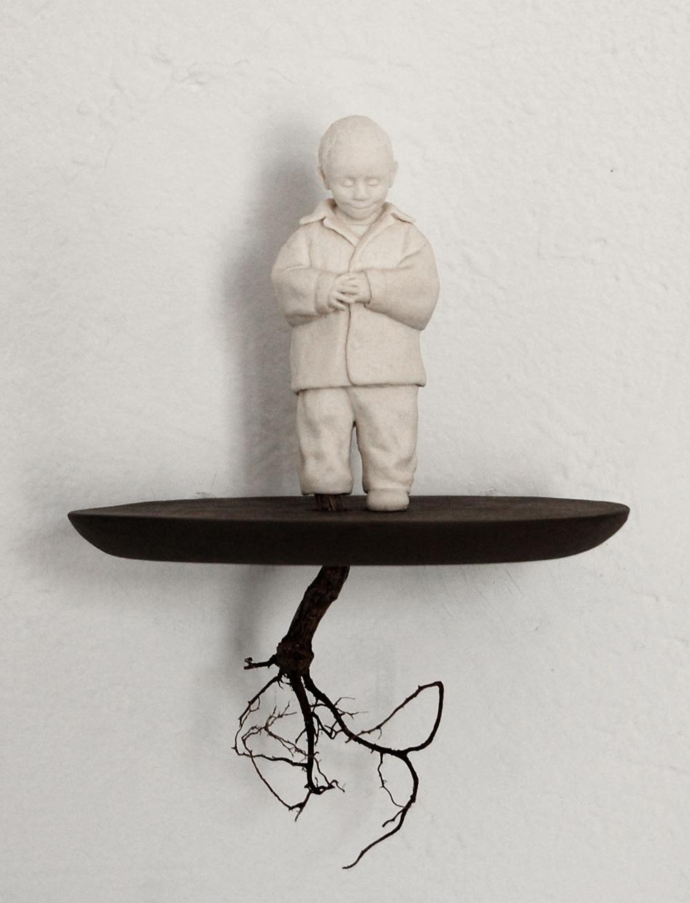 Lina Eriksson-keramikkonstnär - Porcelain, earthenware, root. H:18cm