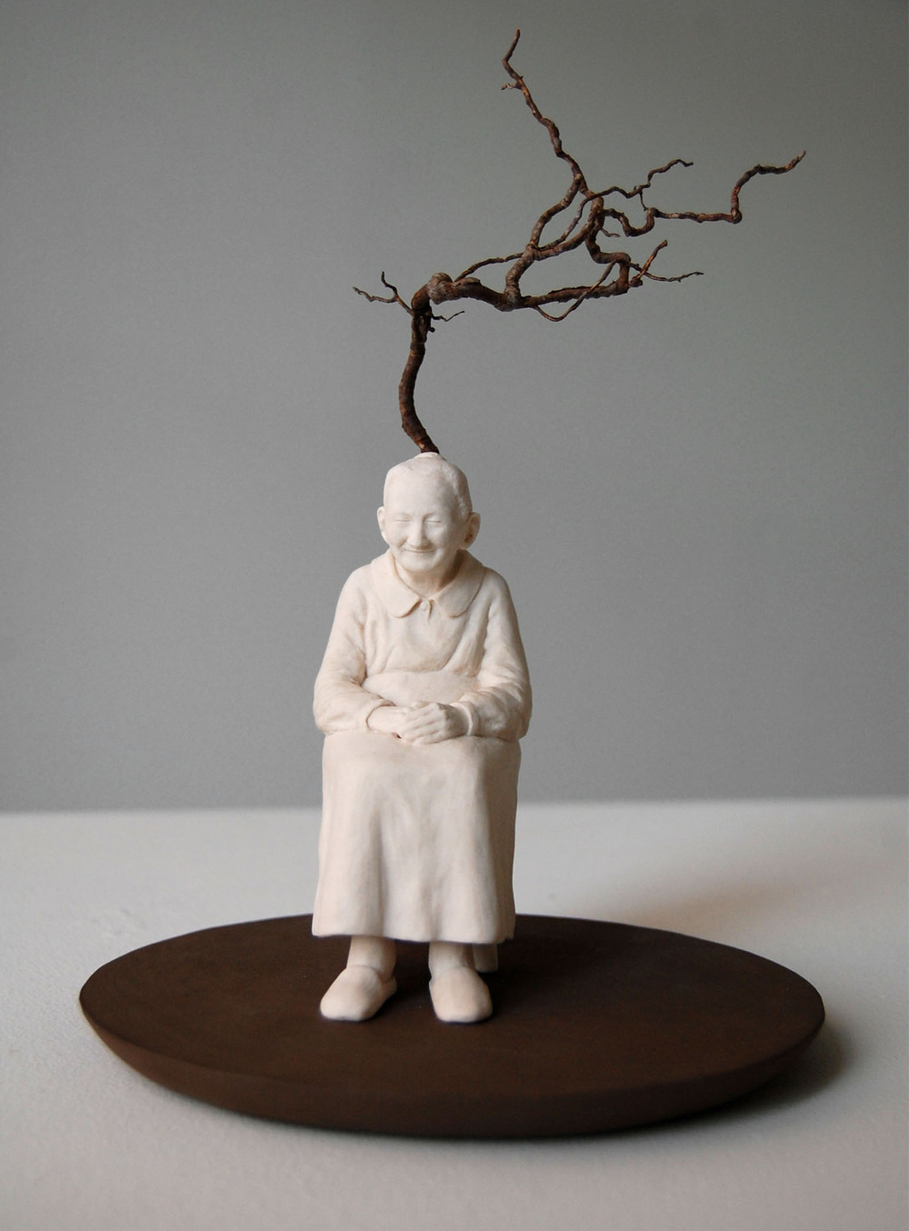 Lina Eriksson-keramikkonstnär - Porcelain, earthenware, root. H:25cm