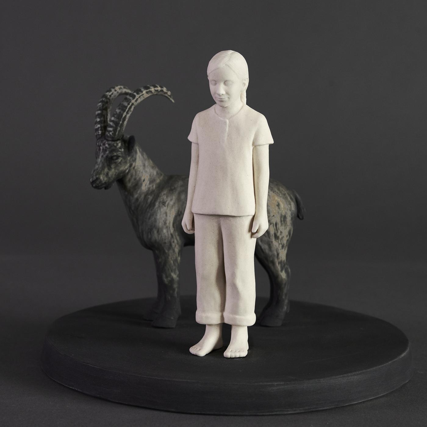 Lina Eriksson-keramikkonstnär - Trust your feet. Porcelain. H:12cm