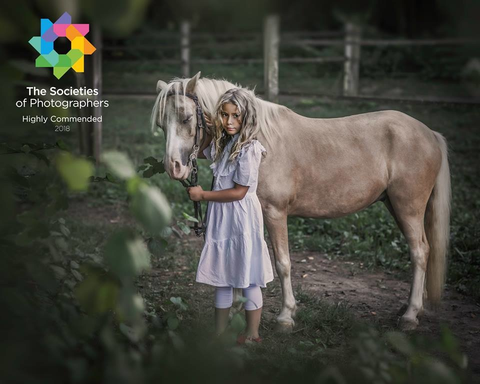 Dai Bui Photography - Highly Commended Photo in Society of Wedding and Portraits Photographers for August 2018; Category - Portrait Environmental Autor: Dai Bui
