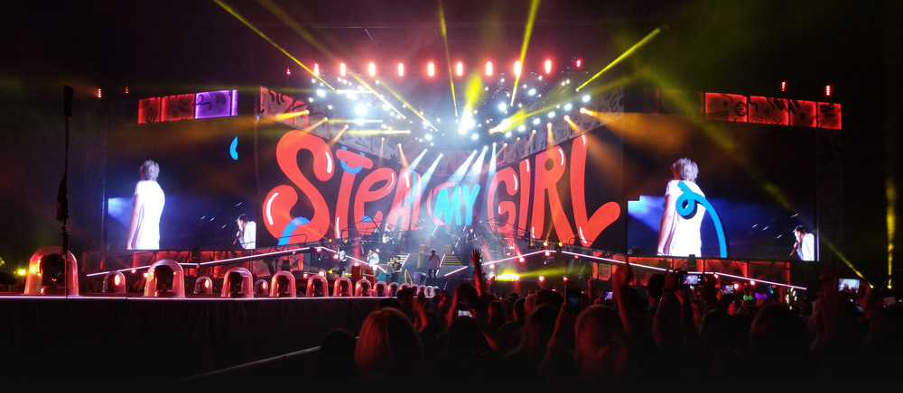 Studio Moross - Steal My Girl during live show in Sydney Australia 2015