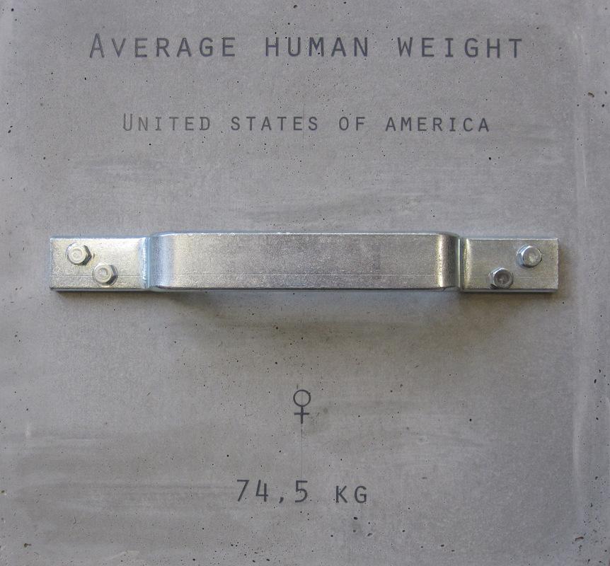 Sven Fritz - Average Human Weight. 6 betonnen blokken tonen het lichaamsgewicht van verschillende menstype.