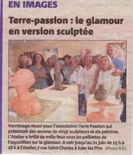 IXIA Artiste - Article dans Nice Matin du 28 mai 2016 à loccasion du vernissage de lexposition Glamour! à la galerie Terre Passion Juan-les-Pins mai - juin 2016