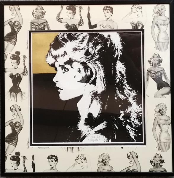 IXIA Artiste - Brigitte 30 x 30 cm Technique mixte (photo, gouache or et papier Pepin Press) Cadre alu noir