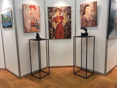 IXIA Artiste - 70e Salon de lANAF Saint-Mandé, octobre 2017 Invité dhonneur : Fauchère. Toiles dIXIA sélectionnées : Dao de Sapa aux paon, Belle de Shanghai et Jeune Beauté aux oiseaux.