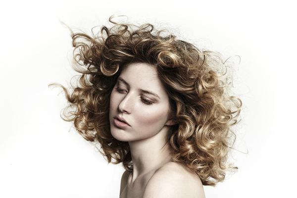 Noemie Masselin Make-Up ,Hair Artist - Photo by Eleonora Bravi Hairstylist :Stéphane Bodin