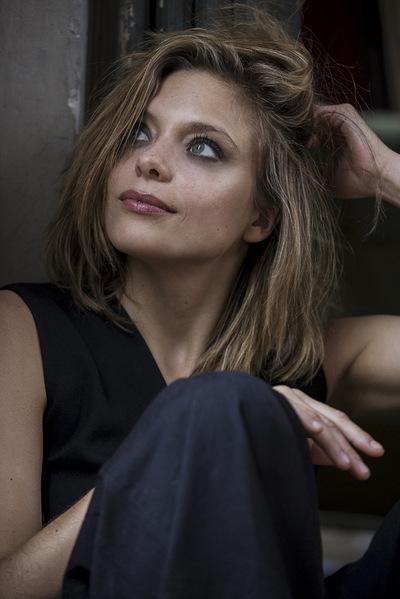 Noemie Masselin Make-Up ,Hair Artist - Lizzie Brocheré Makeup &Hair