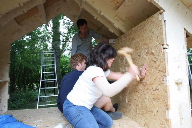 CLEMENT LANGELIN ARCHITECTURE - Lemboîtement des cloisons au marteau
