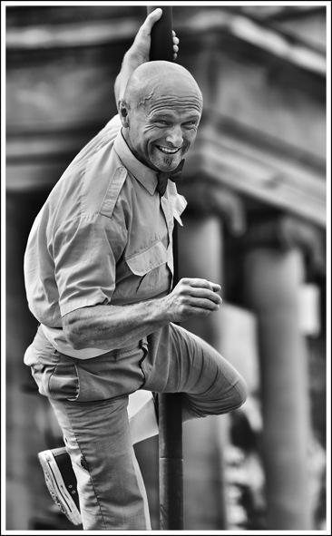 Simon Larson Photography - Street Entertainer, Edinburgh Fringe