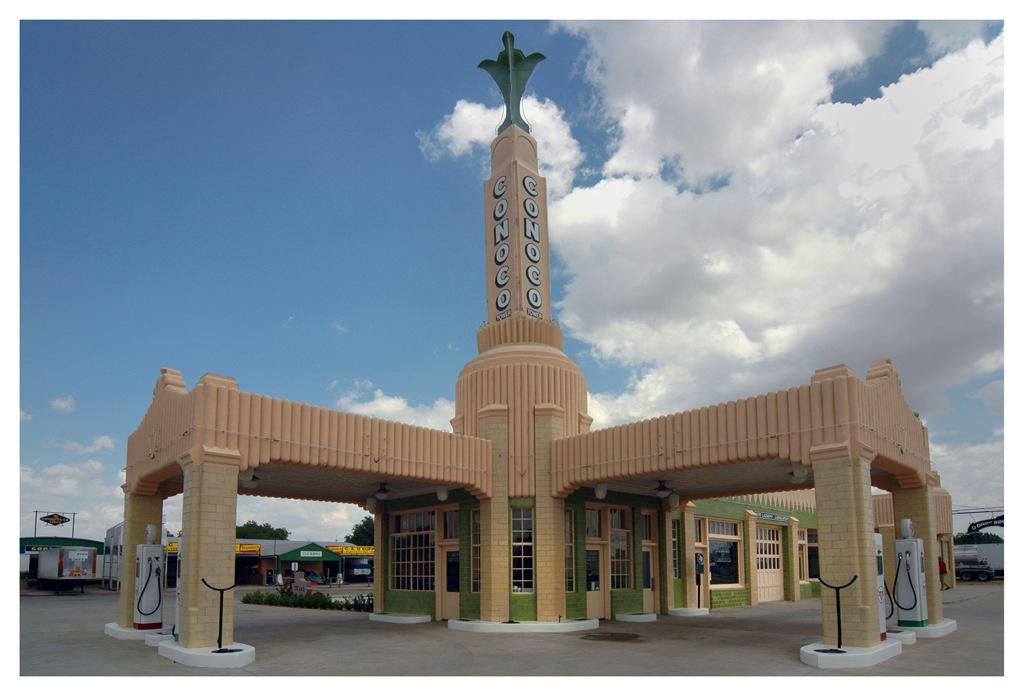 Simon Larson Photography - Conoco Art Deco Garage, Shamrock, Texas, Route 66