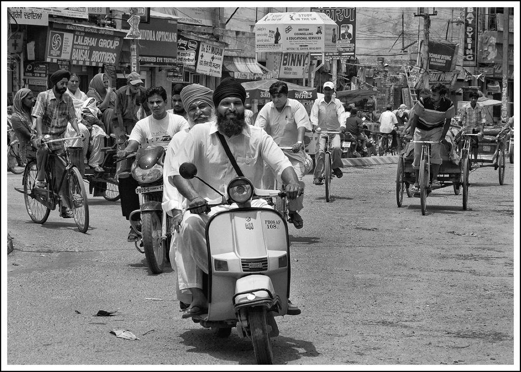 Simon Larson Photography - Busy Roundabout, Jalandhar, Punjab