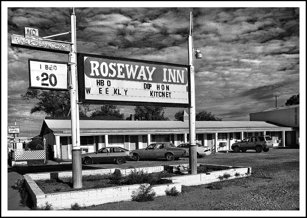 Simon Larson Photography - Roseway Motel, Arizona, Route 66