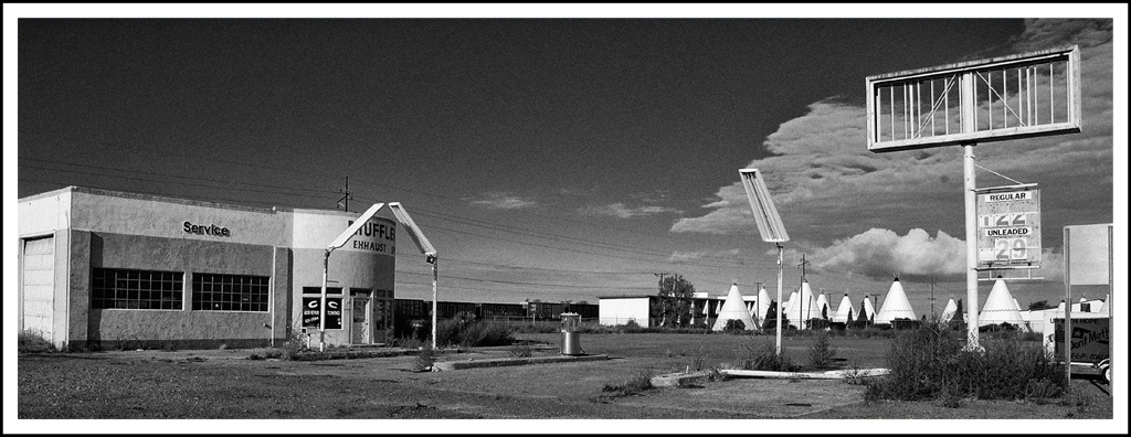 Simon Larson Photography - Abandoned Gas Station with Wigwam Motel, Route 66